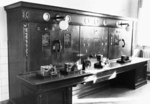 Alter Fernmeldetisch im Telegrafenzimmer (1930)
