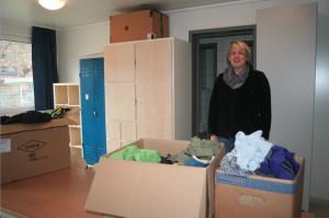 Sina Piel im Gruppenraum der Flüchtlingsunterkunft von fördern&wohnen