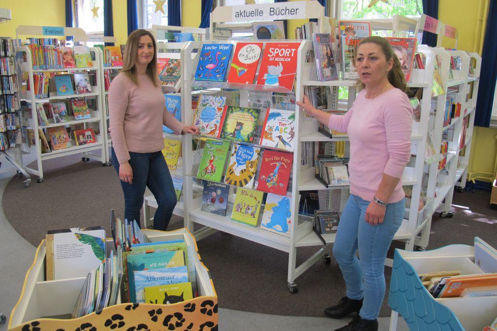Foto: Minire und Leta- die beiden guten Bücher-Feen.