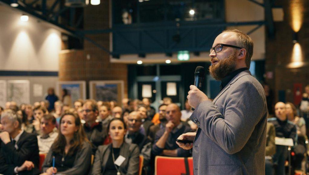 Projektcoordinator Christian Hinz in Aktion beim Wilhelmsburger Projektdialog. Foto@IBA Hamburg - Jo Larsson